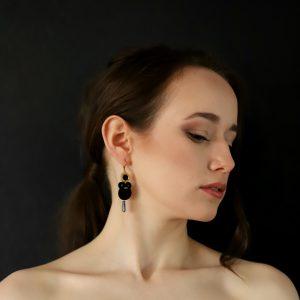 stylizacja z kolczykami lady, biżuteria na prezent dla kobiety, eleganckie dodatki