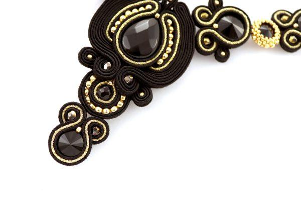 naszyjnik luksusowy długi z kamieniami w czerni i złocie z onyxem i kryształkami