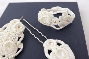 ślubna biżuteria w bieli