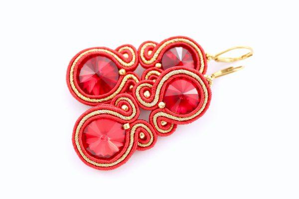 czerwone kolczyki z kryształkami ze złotymi dodatkami, kolczyki do wieczorowej sukni