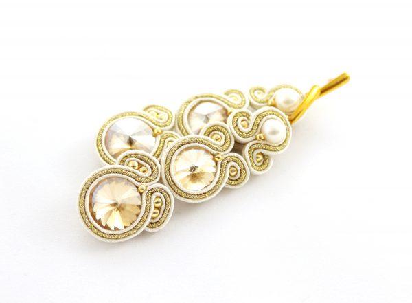 beżowo złote długie kolczyki, kolczyki z kryształkami i perłą, złote dodatki modowe