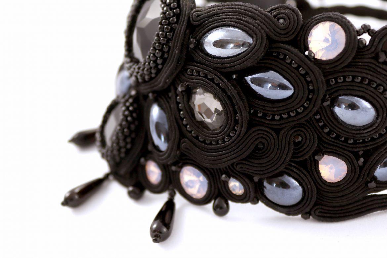 Elegancka, sutaszowa kolia na szyję – komplet biżuterii