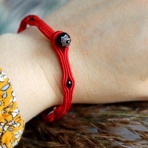 bransoletka dla przyjaciółki, czerwony amulet na szczęście, bransoletka na rękę