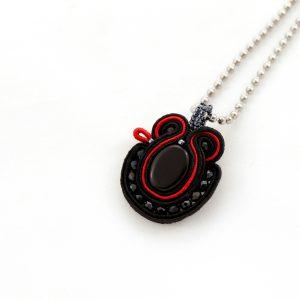 elegancki wisiorek, z czarnymi kryształkami, wisiorek na szyję, idealny do tuniki, naszyjnik na dekold