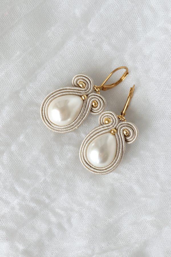 kolczyki z kroplą z perłą beżowe pasma, sensualne