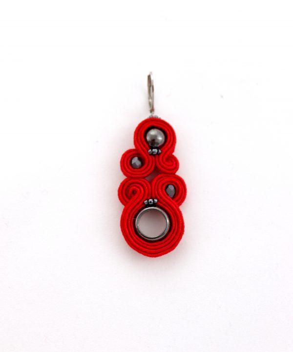 długie czerwone kolczyki, wiszące kolczyki, modna dodatki, stylowa biżuteria modowa