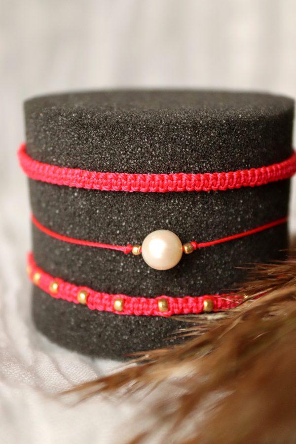 Relva czerwone bransoletki, komplet plecionych rzemyków, bransoletka z perłą, amulet na szczęście