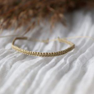 bransoletka pleciona, subtelna bransoletka w odcieniach złotego, amulet na szczęście