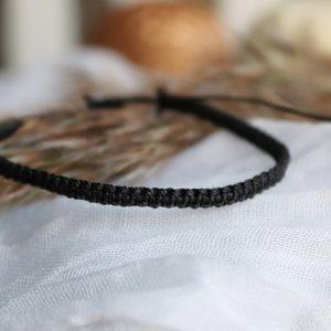 bransoletka pleciona czarna, modne dodatki, trendy wiosna 2021,