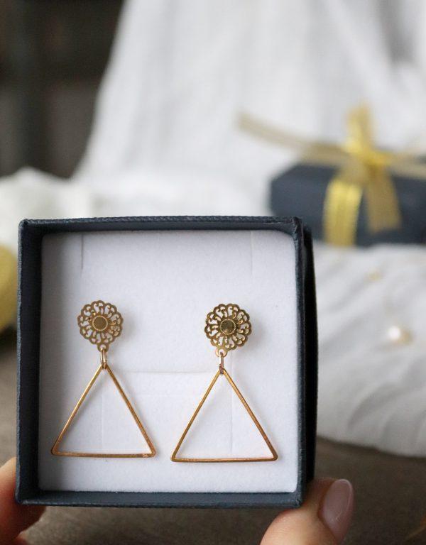 kolczyki eleganckie, lekkie kolczyki z trójkątem, ażurowe dodatki, moda 2021
