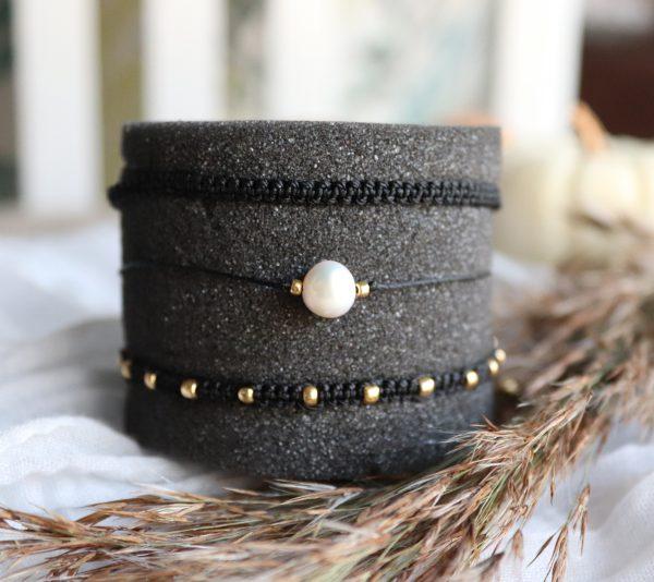komplet bransoletek, czarne rzemyki na szczęście, prezent dla niej, boho styl, stylowe dodatki