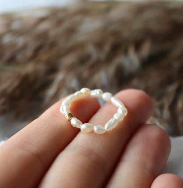 perłowy pierścionek dla kobiety, pierścionek z kamieniami