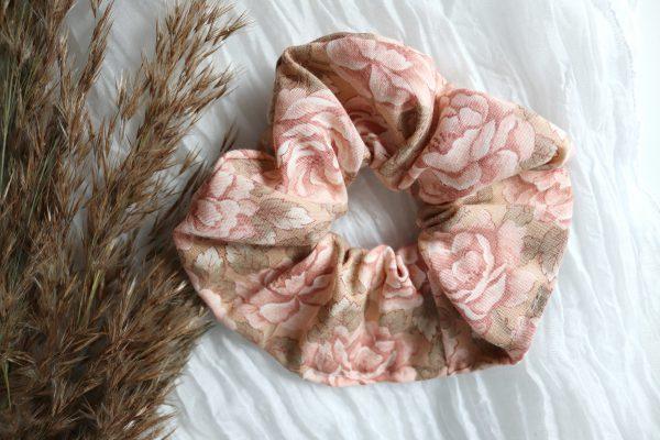 romantyczne róże, frotki w stylu romantycznym, scrunchies