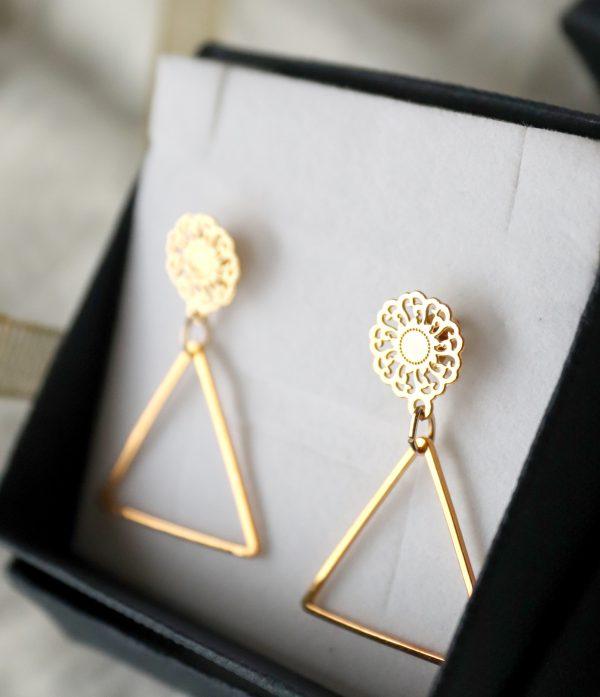 złocone kolczyki z ażurem, kolczyki długie dla kobiet, kolczyki idealne na prezent