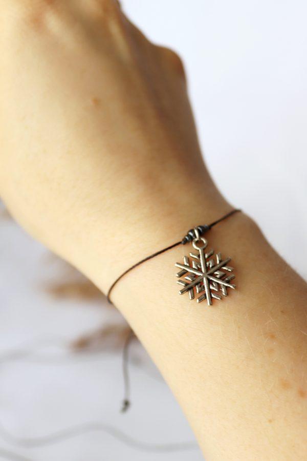 bransoletka na czarnym sznurku ze śnieżynką, srebrna zawieszka, bransoletka przyjaźni