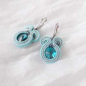 turkusowe kryształki na ucho, małe niebieskie kolczyki, prezent dla kobiety na urodziny