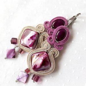 fioletowe kolczyki z masą perłową trendy 2021 (1)