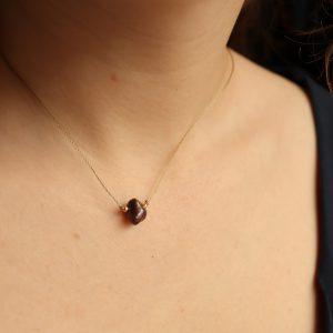 naszyjnik z brązową perłą