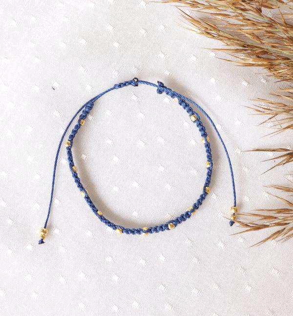 niebieska bransoletka ze złotymi kuleczkami regulowana
