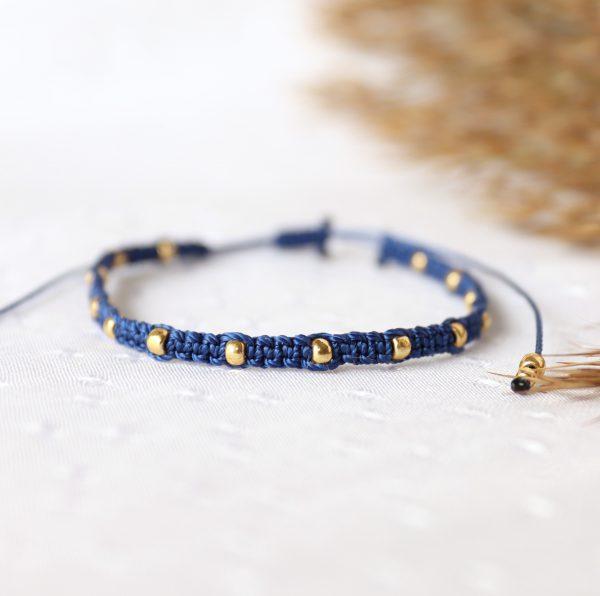 relva niebieska ze złotymi kuleczkami pleciona