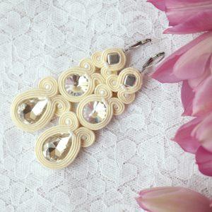 waniliowe kolczyki sutasz z białymi kryształkami (1)