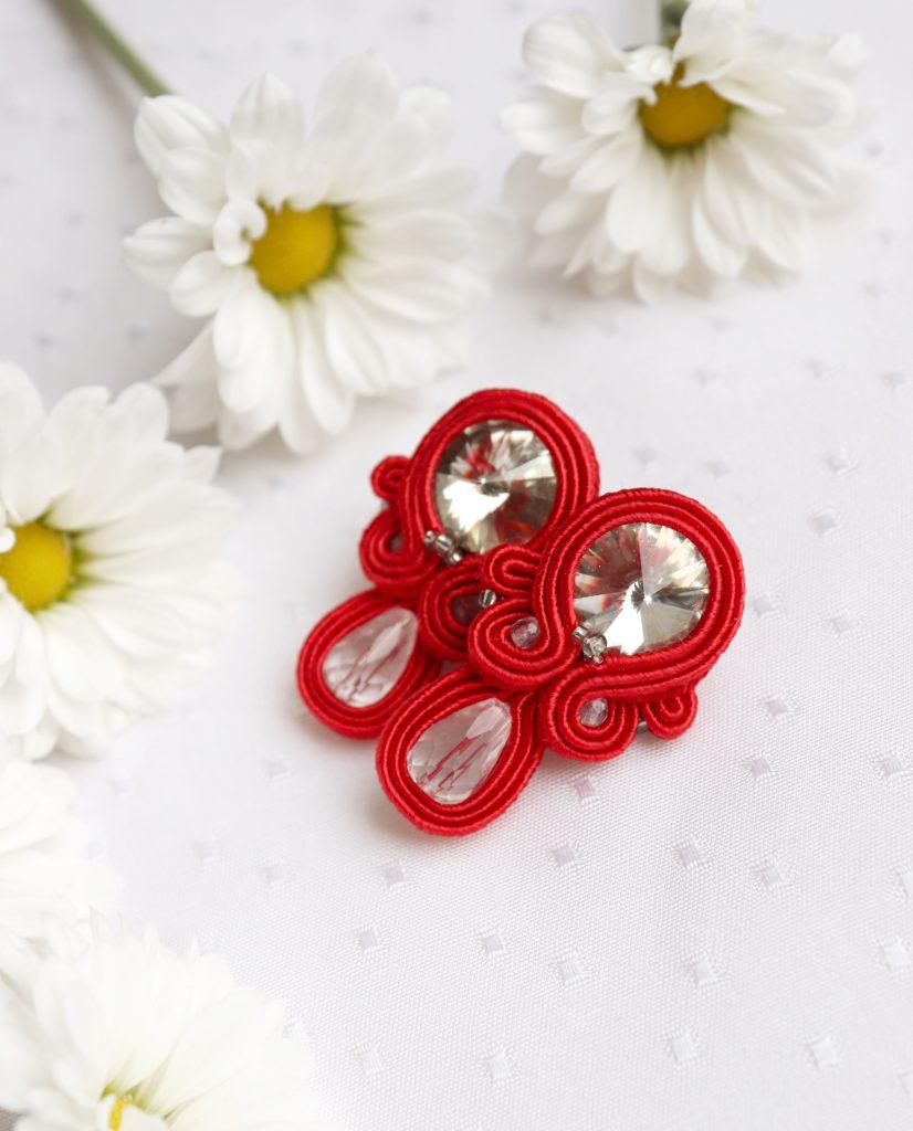 czerwone kolczyki na sztyft z białymi kamieniami kolczyki do eleganckiej sukni