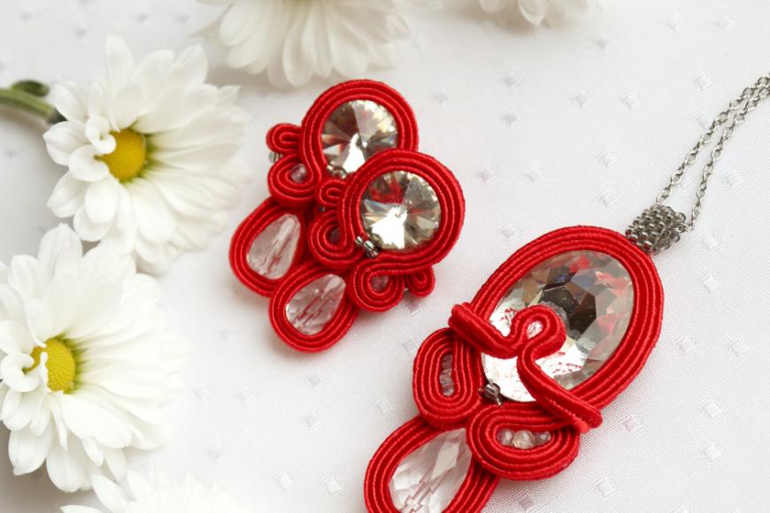 Czerwona, wieczorowa biżuteria komplet kolczyki, bransoletka i wisiorek
