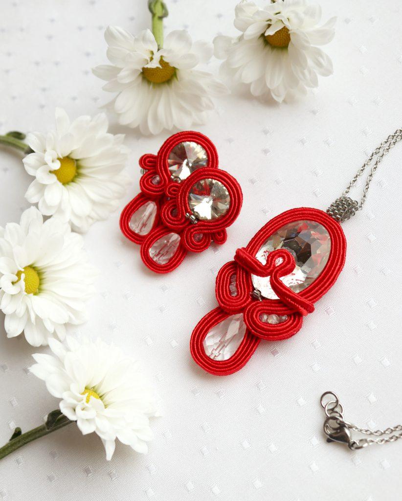 komplet biżuterii na prezent w kolorze czerwonym i białym