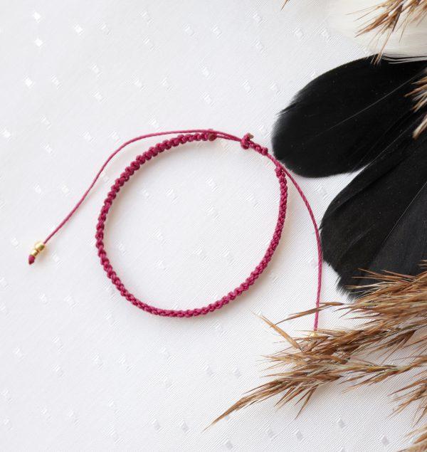 pleciona bransoletka w kolorze fuksji w stylu boho bez koralików