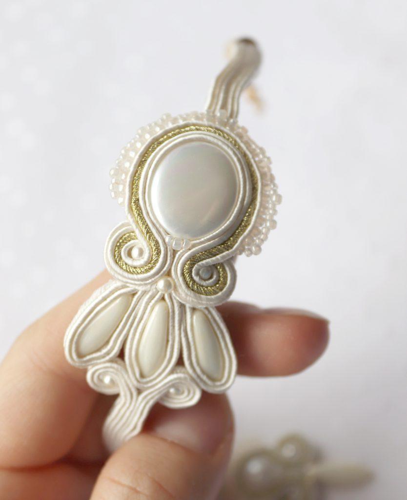 bransoletka z perłą wyszywana koralikamibransoletka z perłą wyszywana koralikami