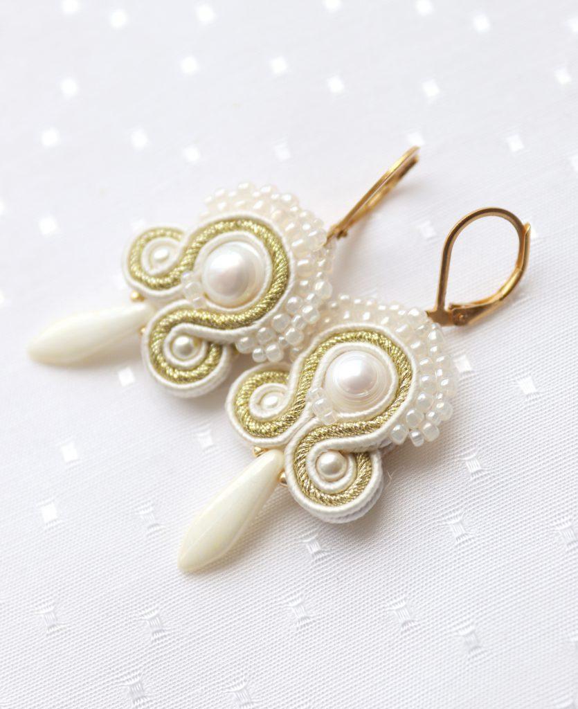 komplet kolczyki i bransoletka z perłami i beżowymi sznurkami (1)komplet kolczyki i bransoletka z perłami i beżowymi sznurkami (1)