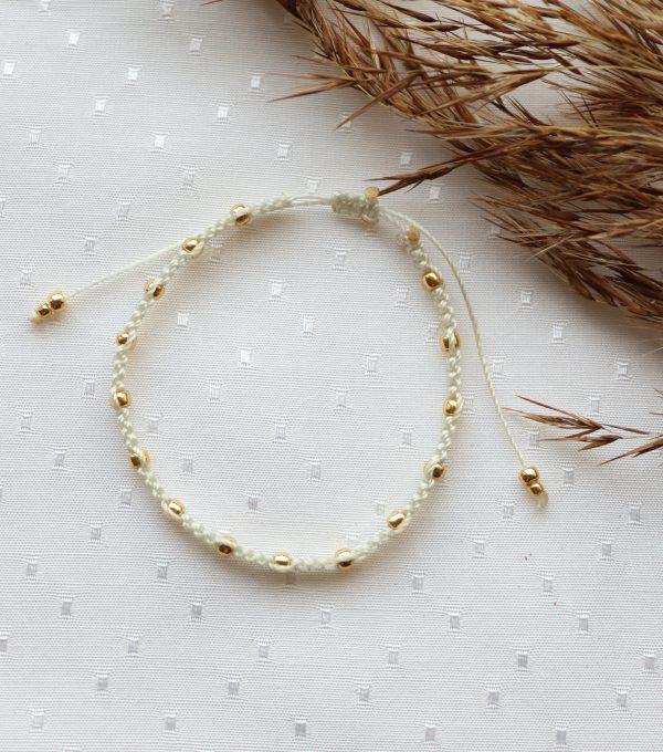 kremowa bransoletka ze złotymi kuleczkami (2)