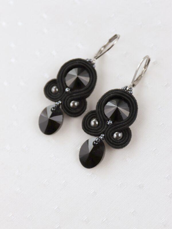 czarne kolczyki z kryształkami z zawieszką (2)