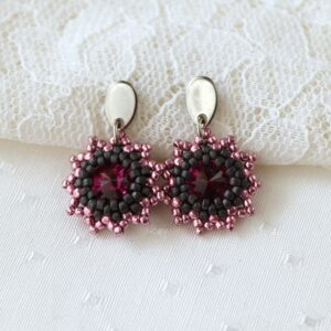 różowe kolczyki koralikowe z kryształkami jak płatki róż (2)